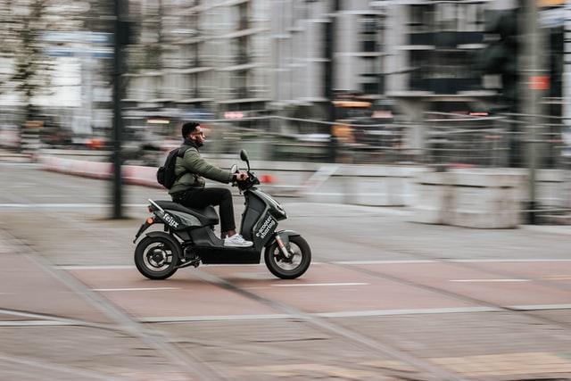 Groene e-scooter
